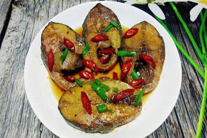 Làm món kho cay với cá ngừ
