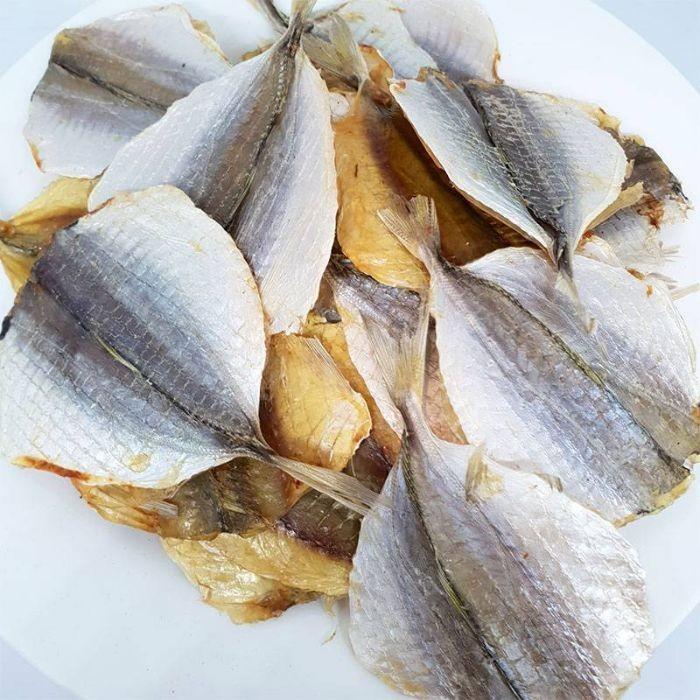 Khô cá chỉ vàng là một món ăn đặc sản của vùng biển