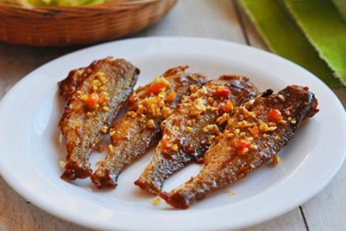Hương vị thơm ngon của món khô cá đù chiên sả ớt