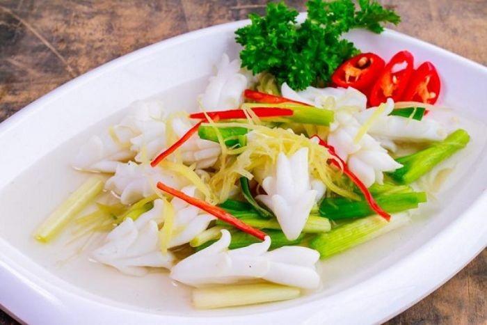 Hương vị ngọt, dai của mực kết hợp với vị cay, ấm của gừng sẽ tạo nên món ăn hấp dẫn