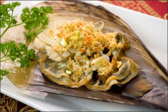 Vị béo ngậy của sò mai kết hợp với mùi thơm của tỏi là món ăn sở trường của nhiều người