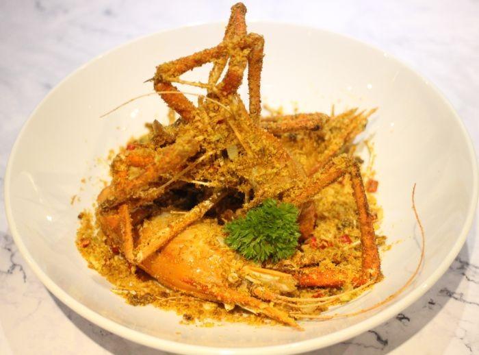 Tôm rang muối là món ăn khoái khẩu của nhiều người bởi vị giòn, mặn vô cùng đặc trưng
