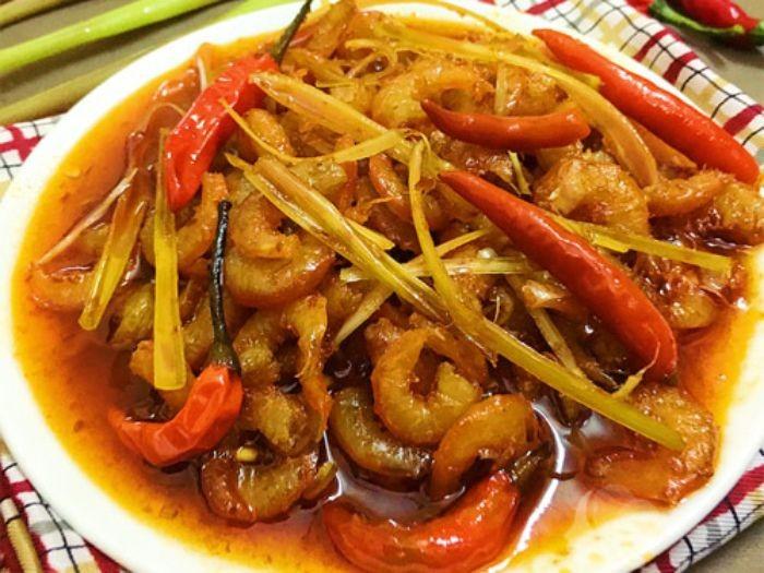 Tôm khô rim chua cay mặn ngọt là món ăn được nhiều người yêu thích