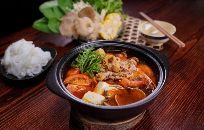 """""""Tomyum"""" có nghĩa là chỉ món lẩu hoặc canh có hương vị chua cay của người Thái Lan"""