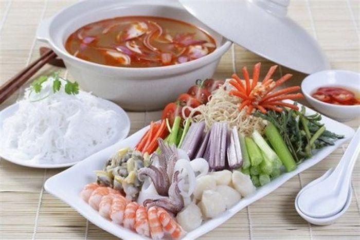 Lẩu tomyum là món ăn nổi tiếng của đất nước Thái Lan
