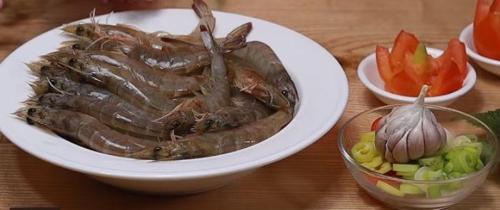 Những nguyên liệu cần chuẩn bị để chế biến món tôm ram mặn ngọt