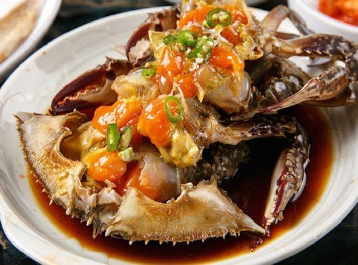 Cua biển là một trong những loại hải sản giàu dinh dưỡng nên được chế biến thành nhiều món ăn thơm ngon, hấp dẫn