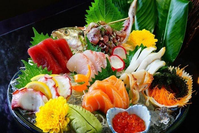 Món sashimi có thành phần chính là hải sản tươi sống