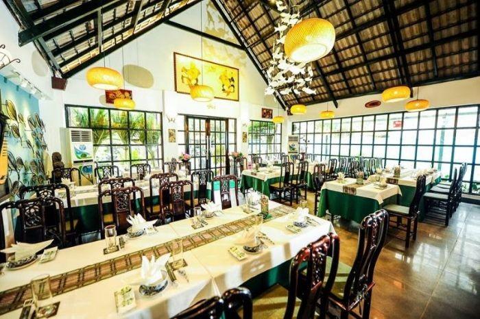 Nhà hàng Song Ngư được thiết kế với kiến trúc mái vòm