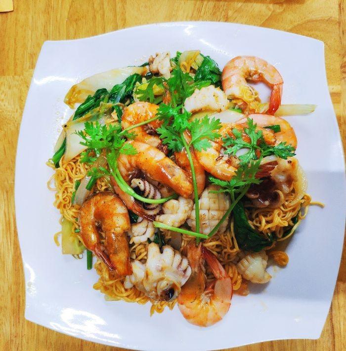 Cach Lam Mi Xao Hai San Nhanh Va Ngon 3