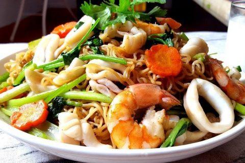 Cach Lam Mi Xao Hai San Nhanh Va Ngon
